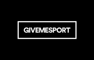 Mike Tyson (R) protects himself from Eva