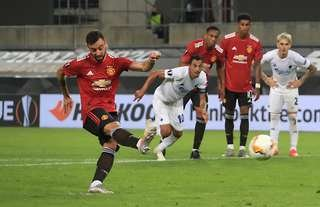 Bruno Fernandes scores from the penalty spot