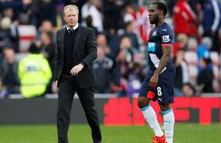 Newcastle United manager Steve McClaren with Vurnon Anita