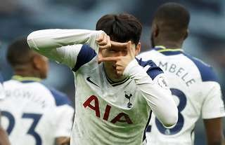 Heung-min Son does square celebration