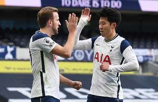 Harry Kane and Heung-min Son celebrate