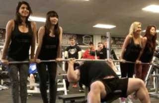 Eddie Hall Vs Thor The Beast Bench Pressing Four Women Shows Just How Strong He Is Givemesport