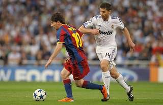 Lionel Messi vs Xabi Alonso - a very one-sided battle...