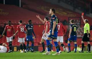 Alex Jankewitz is shown a red card in Man United vs Southampton
