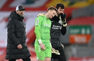 Alisson and Jordan Pickford after Liverpool 0-2 Everton