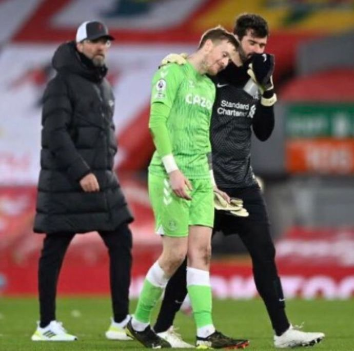 Alisson Becker and Jordan Pickford after the Merseyside Derby
