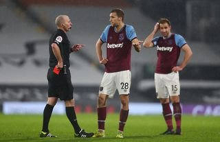 Mike Dean sends off West Ham's Tomas Soucek