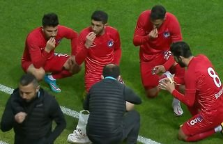 Ramadan: Footballers in Turkish second division broke fast during game