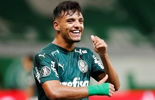 Palmeiras player and Spurs target Gabriel Menino smiling