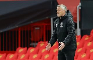 Manchester United manager Ole Gunnar Solskjaer instructing his players against Granada