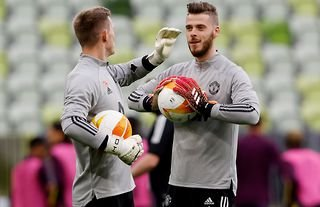 Dean Henderson and David De Gea in training for Man United amid speculation over their futures