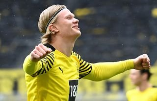 Erling Haaland celebrating for Borussia Dortmund amid reported interest from Chelsea