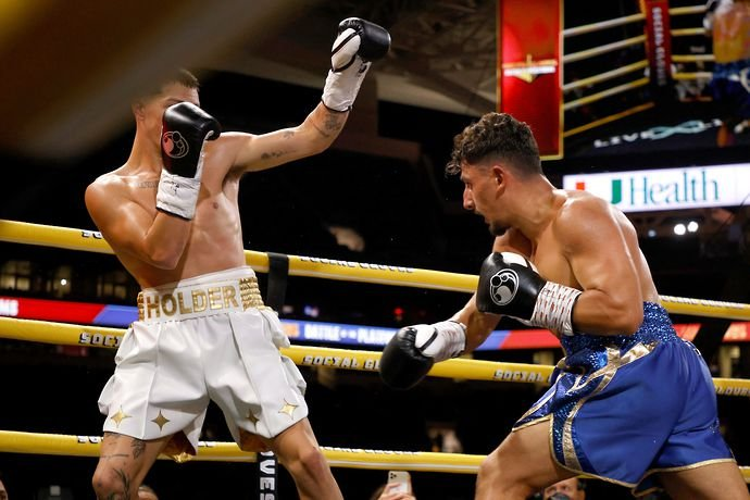 Many believed AnEsonGib won every round during his fight against Tayler Holder at the Hard Rock Stadium, Miami.