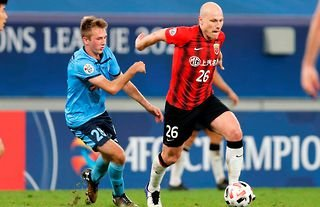 Aaron Mooy in action for Shanghai SIPG