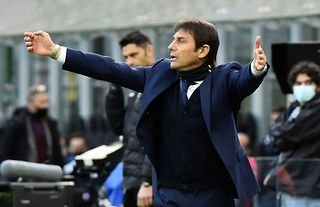Everton target Antonio Conte looking animated on the touchline