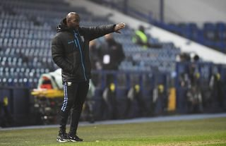Sheffield Wednesday weighing up bargain swoop for experienced defender
