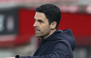 Mikel Arteta on the sidelines for Arsenal amid speculation over Bellerin's future