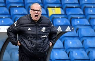 Leeds manager Marcelo Bielsa shouting at his players
