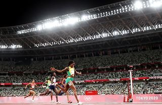 Jamaica's Elaine Thompson has become the first woman to retain her Olympic 100m and 200m titles