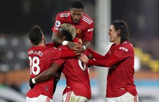 Fred, Pogba, Fernandes and Cavani in action for Man United