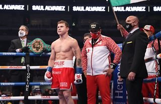 Canelo in the ring prior to Callum Smith fight