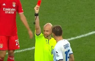 Anthony Taylor accidentally showed a red card to Dynamo Kiev's Denys Garmash