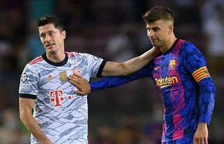 Gerard Pique won't want to see Robert Lewandowski on a football pitch for a while...