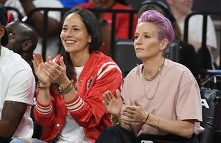 More than 500 female athletes, including footballer Megan Rapinoe and basketball player Sue Bird, have urged the US Supreme Court to reject a Mississippi law banning abortions after 15 weeks