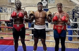 Steven Robinson talks to GIVEMESPORT about his tough start to professional boxing and the advice he received from fellow British boxer Anthony Joshua.